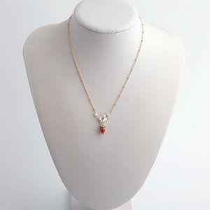 LES NEREIDES STRAWBERRY AND WHITE FLOWER NECKLACE
